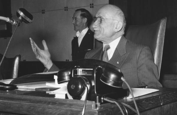 Schuman-presiede-prima-sessione-PE-1958-755x491